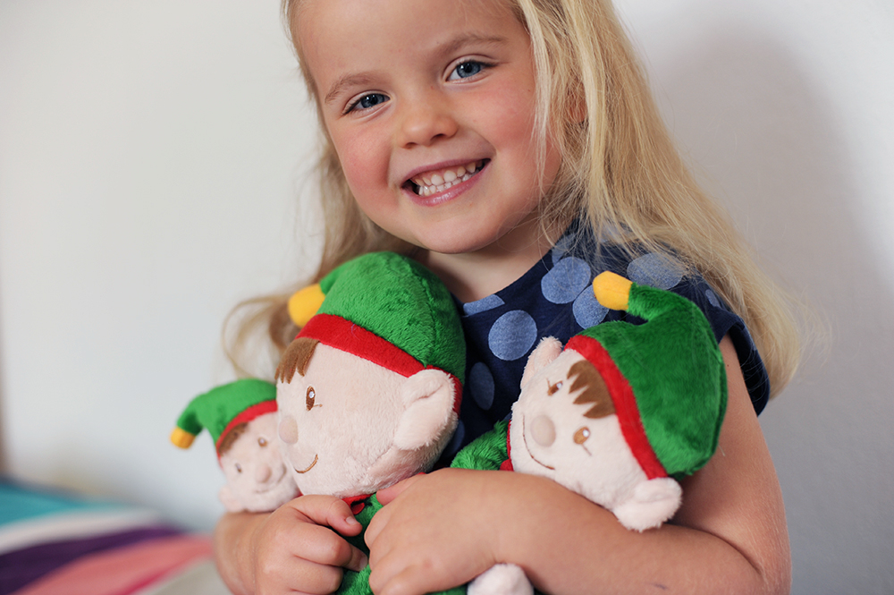Keel Toys Christmas Elves with Little girl